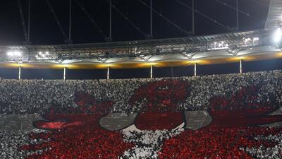 ¡Hermoso! El mosaico de los aficionados del Eintracht Frankfurt en el juego de Europa League