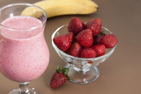 También puedes prepara unos ricos batidos de frutas con leche de almendr...