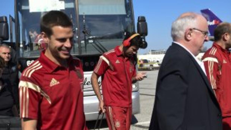Diego Costa y Cesar Azpilicueta felices a su arribo a Brasil