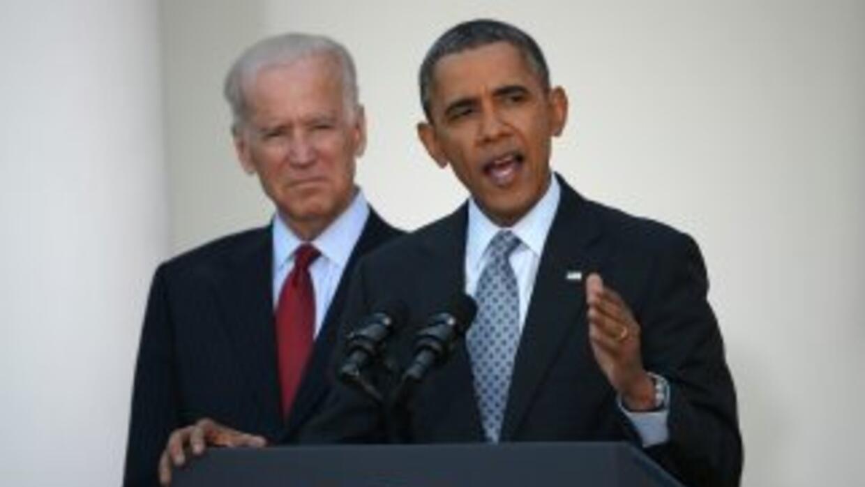 El vicepresidente de Estados Unidos, Joe Biden, junto al presidente Bara...
