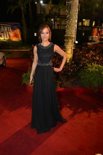 Satcha llegó de un vestido negro que la hacía lucir muy bella.