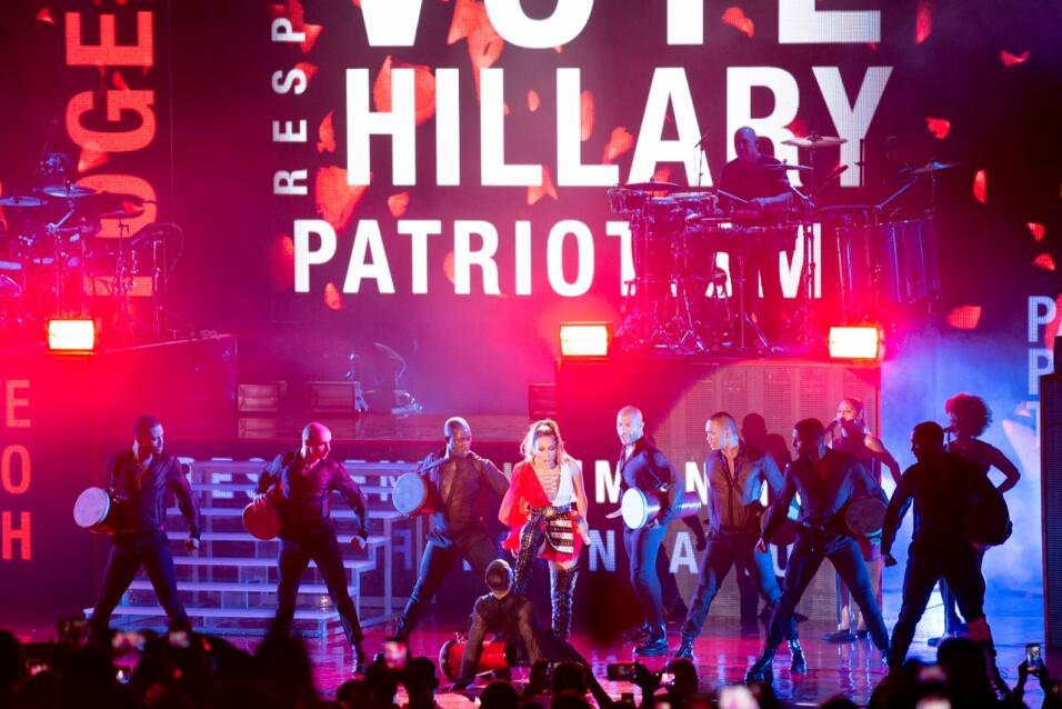 Jennifer López se suma a una lista de artistas que han apoyado a Hillary...
