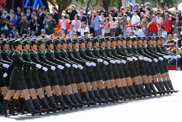 China. El gigante del Este, con más de 1,300 millones de habitantes, es...