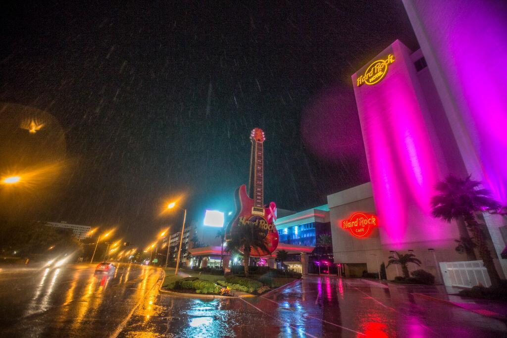 En fotos: Nate provoca inundaciones en la costa del Golfo  gettyimages-8...