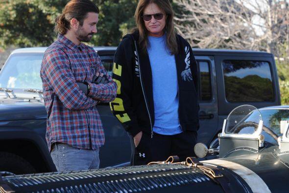 Bruce y Brandon fueron a una exhibición de autos de lujo.