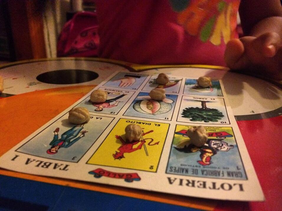 Un cartón con figuras de la tradicional Lotería mexicana.