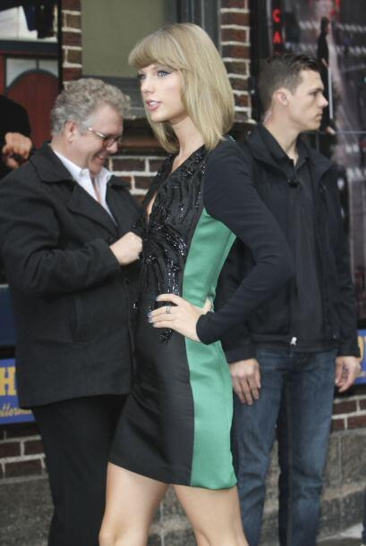De gala. Taylor conoce bien cómo aprovechar su delgada figura, luciendo...