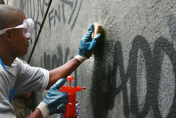 'Graffiteros' internacionales plasmaron sus creaciones en la ciudad bras...