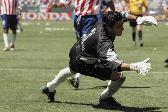 Aquella vez el atacante le clavó tres goles al arquero mexicano, quien d...