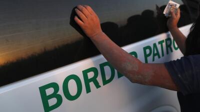 """""""Le levantó el sostén y le tocó los senos"""": cientos denuncian abusos de agentes migratorios, pero no les creen"""