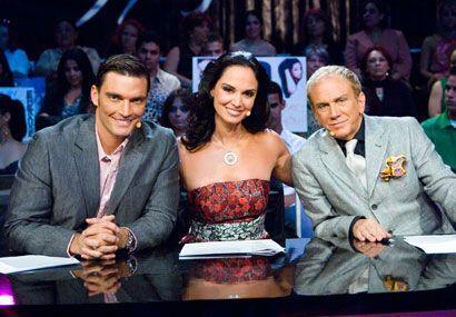El participó con Lupita Jones y Osmel Sousa como parte del jurado en la...