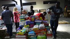 Toneladas de ayuda para las víctimas del huracán María en Puerto Rico, a...