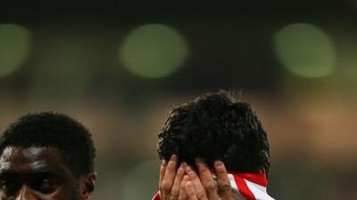 Luis Suárez, autor del tercer gol de los 'Reds', luce desconsolado luego...