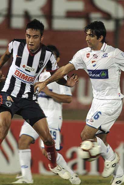 En tanto en Paraguay, Monterrey enfrentó al otro Nacional, el guaraní, q...