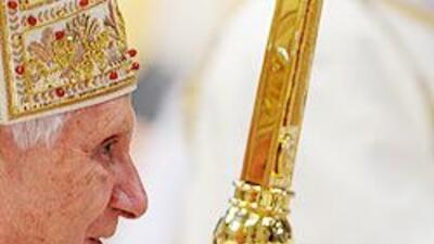 El Papa Benedicto XVI presidió la liturgia del Jueves Santo en El Vatica...