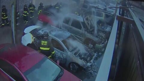 Investigan un incendio en una agencia de autos que dejó miles de dólares...