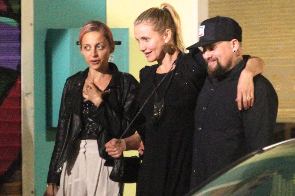 Las chicas salieron a cenar con sus esposos, los gemelos Joel y Benji Ma...