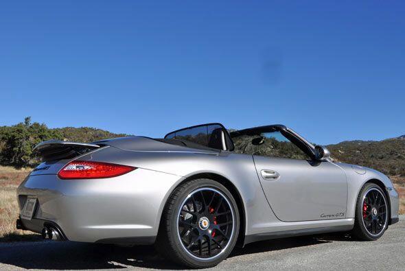 Tanto en coupe como en versión convertible el Porsche 911 Carrera GTS es...