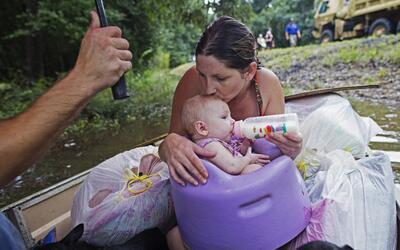 Históricas inundaciones dejan 8 muertos y miles de damnificados en Louis...