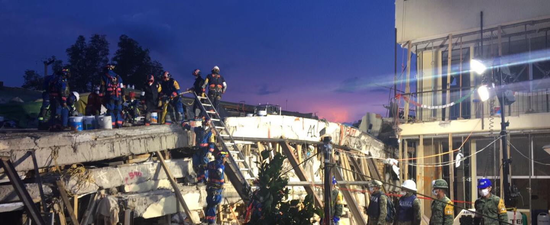 El edificio administrativo del Colegio Rebsamen quedó totalmente colapsa...