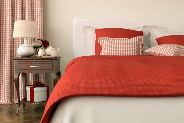 Llévalo a tu cama. La ropa de cama en color rojo añade calidez a cualqui...