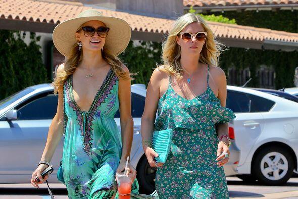Paris y Nicky Hilton disfrutan el verano.Mira aquí los videos m&a...