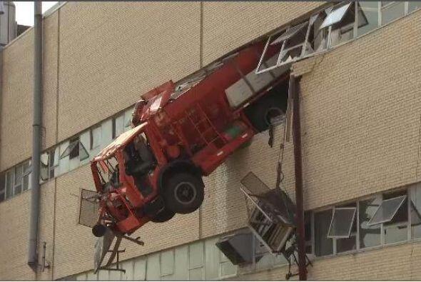 Un camión del Departamento de Sanidad de Nueva York se  estrelló contra...
