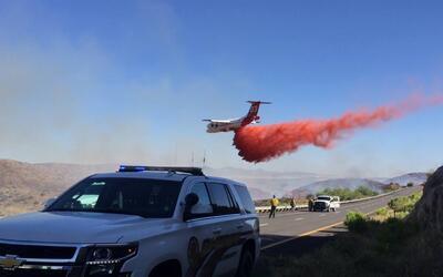 Cientos de bomberos batallas contra el fuego en Goodwin Fire