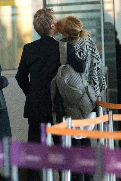 Tremendos son los besotes que se dan, cuando creen que la prensa no est&...