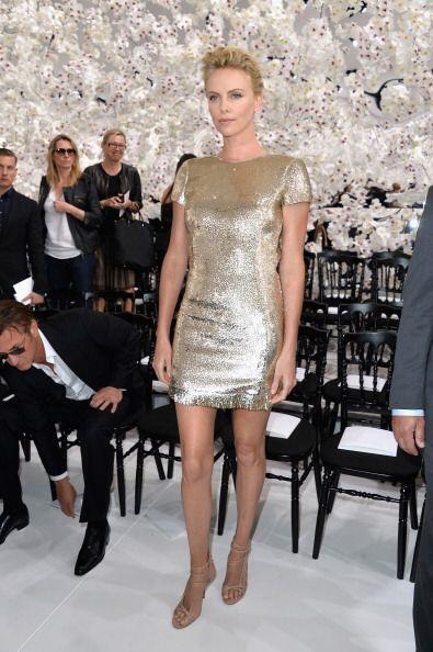 ¡Todo un pedazo de oro 'fashionista'! Charlize Theron eligi&oacute...