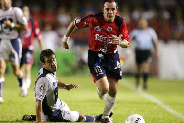 En el torneo Apertura 2004 Cuauhtémoc hizo un gran torneo con los escual...