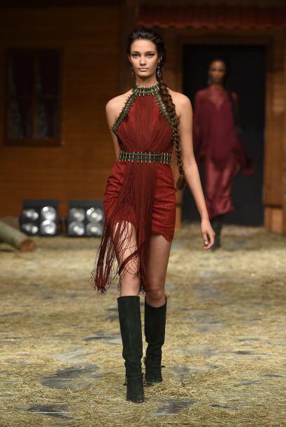 ¿Qué tal un vestido en ese tono para impactar a todos los presentes?
