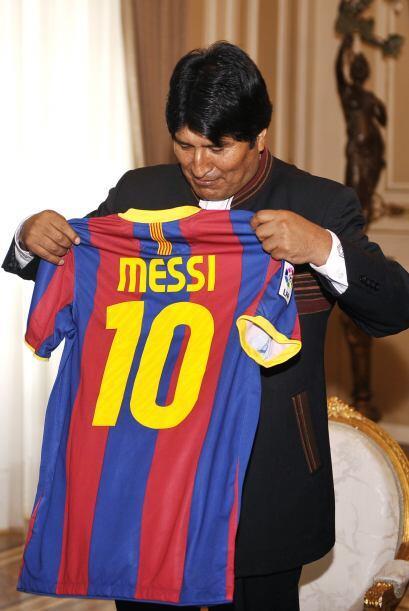 Ocurre que Messi nunca donó el uniforme, sin embargo Morales dijo que la...
