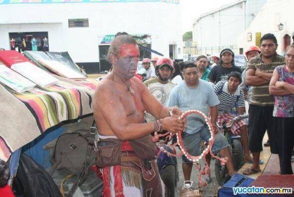 Rafael luego dejó la actuación y se mudó a Yucatán, donde vendía artesan...