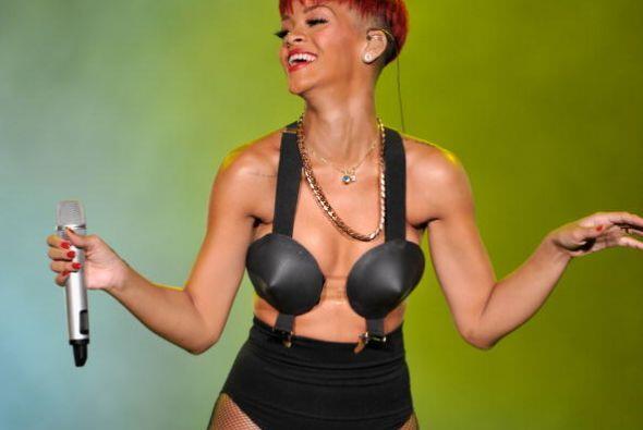 ¿Rihanna o Kate Perry, quién de ellas te resulta la chica más extravagan...