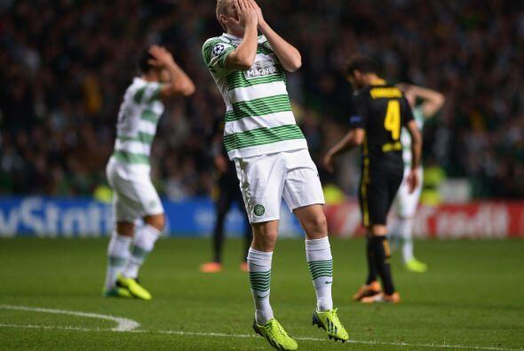 El Celtic aún perdonó en ciertas acciones y vio cómo Víctor Valdés evita...