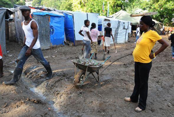 Más del 70% de los campamentos para los damnificados carecen de un debid...