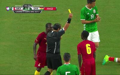 Tarjeta amarilla. El árbitro amonesta a Mohammed Abu de Ghana