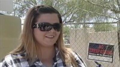 Marlene Moreno joven esperando su deportacion