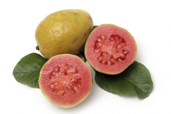 Guayaba. Su sabor podría recordarte a las fresas o a las peras. La encon...