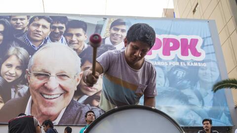 El nuevo presidente de Perú tiene 77 años, es economista y...