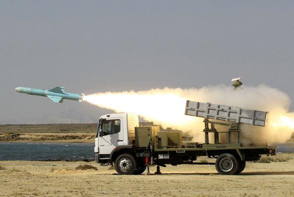 Los países árabes del Golfo siguen con inquietud la tensión creciente en...