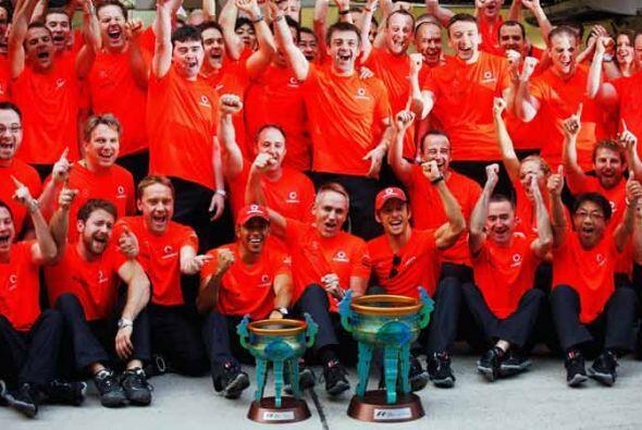 La celebración de todo el equipo McLaren tras la victoria en el Gran Pre...