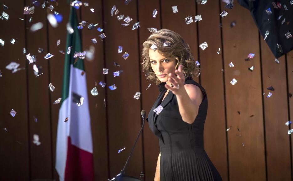 Silvia Navarro llega a los 39 años convertida en una reina de telenovela...