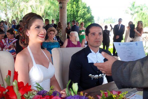 No podía ser mejor la cara de Ana Patricia, sonrisa de oreja a oreja en...
