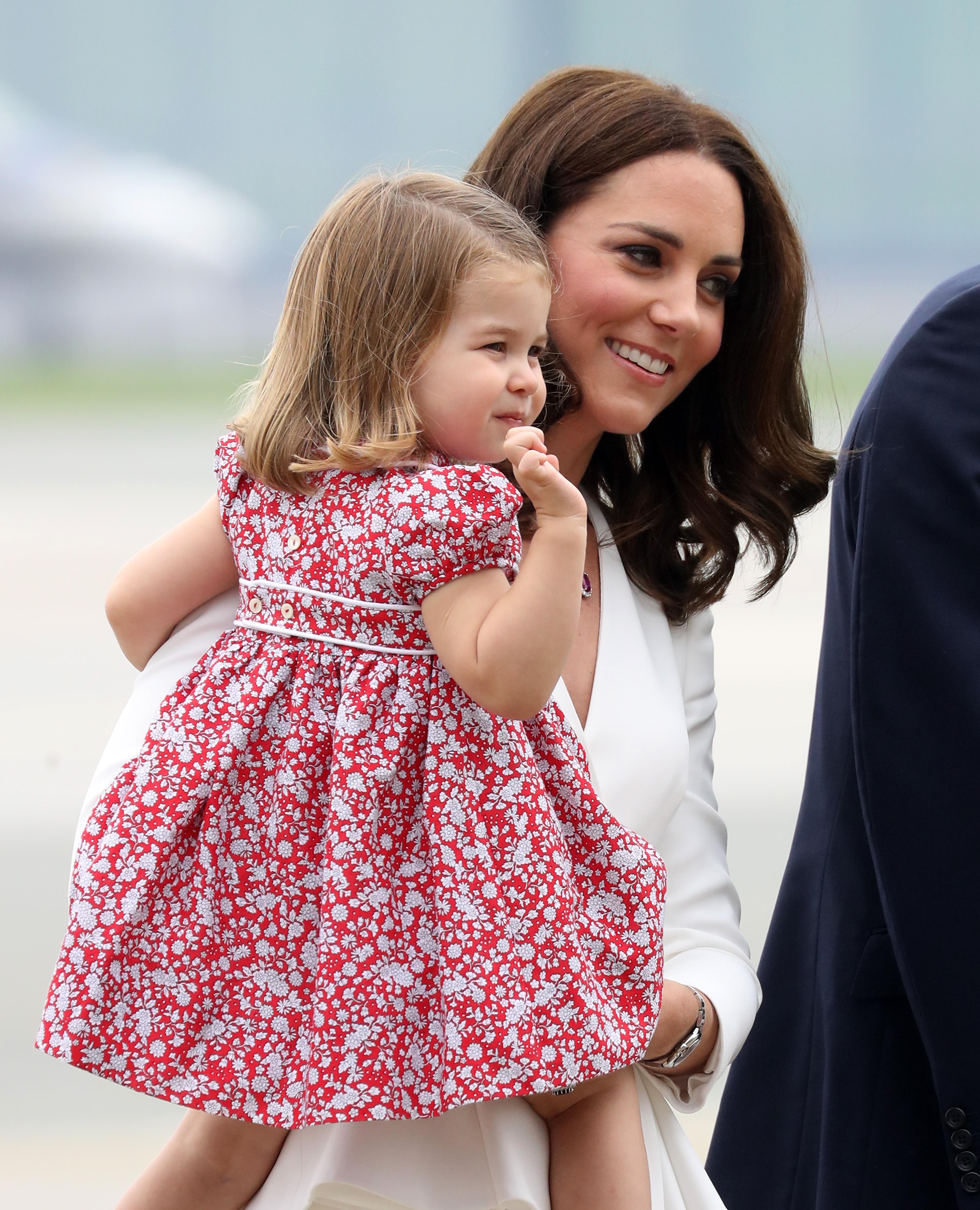 Mira las tiernas caritas de timidez del príncipe George y la ...